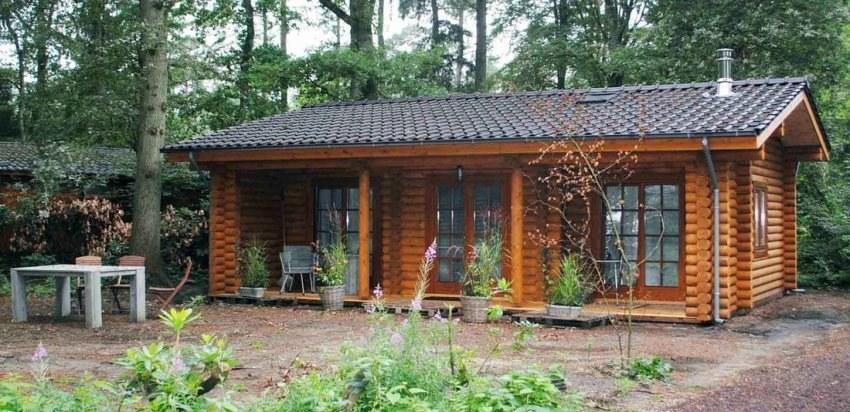 Log house construction — Maarn, Netherlands