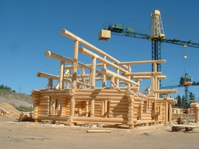 Wooden houses from Canada: construction site